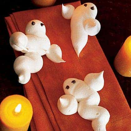 meringue ghosts on a halloween party table