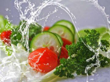 Vegetarian keto recipes - veggies in water