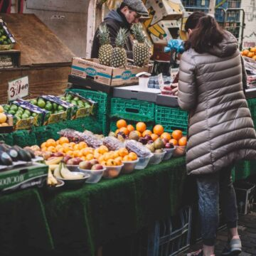 keto shopping tips - woman at the farmers market