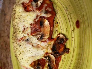 Pepperoni Mushroom Pizza Chicken on a Plate